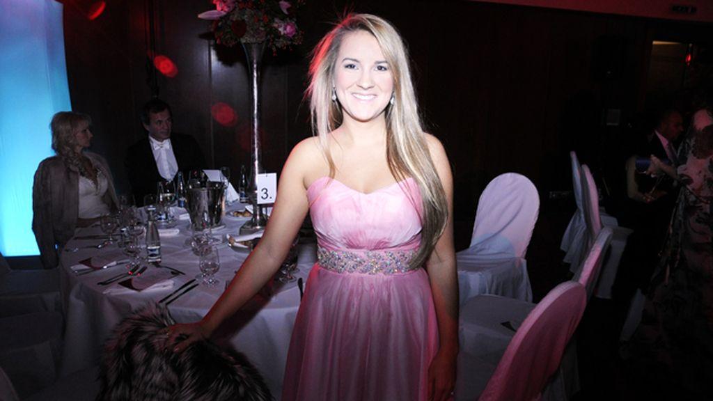 Las invitadas a la cena lucieron espectaculares vestidos de noche
