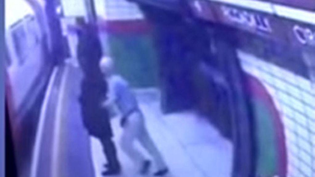 agresión racista Londres, agresión metro Londres, metro Londres,