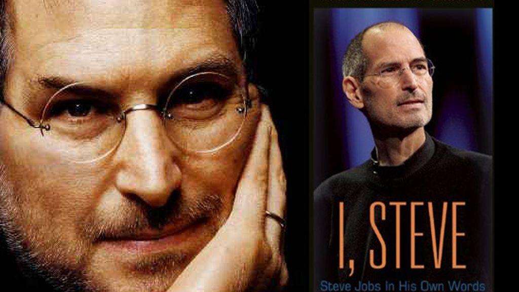 A la derecha, portada del libro biográfico de Steve Jobs que ya está a la venta desde este lunes aunque solo en inglés.
