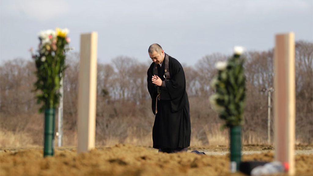 Japón comienza a enterrar