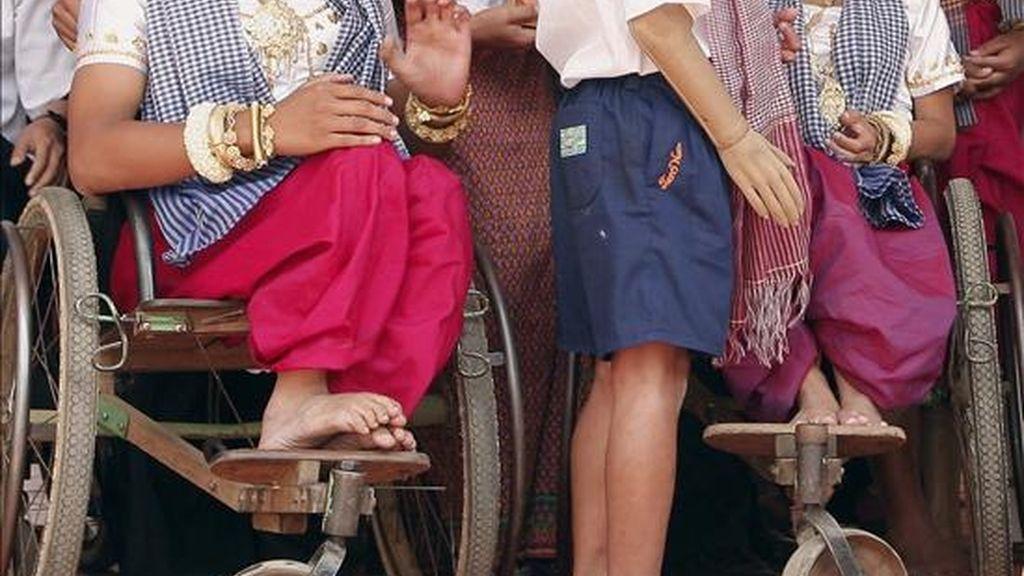 Niños mutilados por las minas antipersonas, en la región camboyana de Battambang. EFE/Archivo