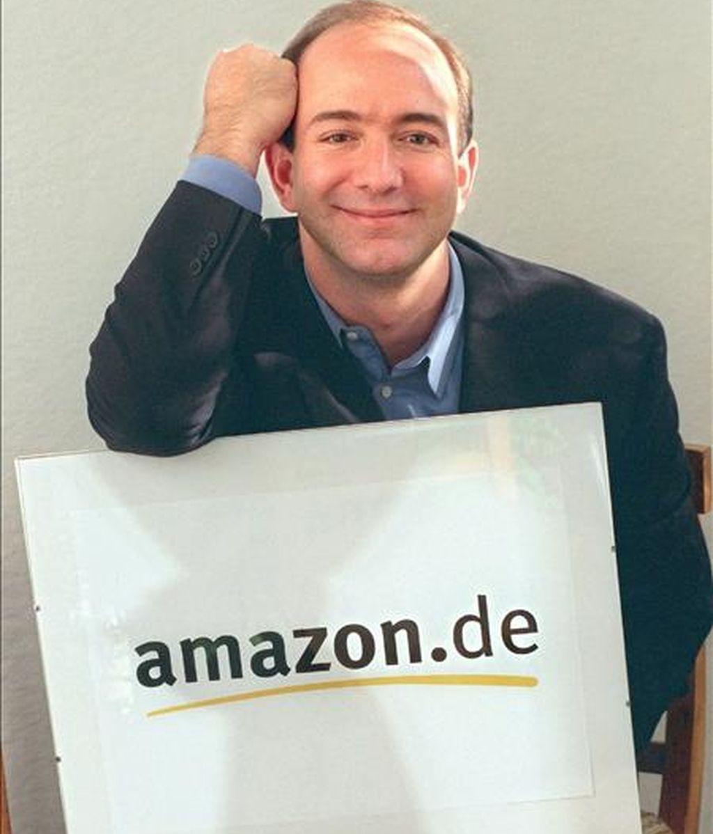 """El fundador y consejero delegado de Amazon, Jeff Bezos, destacó: """"En los últimos doce meses, clientes de todo el mundo han pedido más de mil millones de productos de Amazon a través de dispositivos móviles"""". EFE/Archivo"""