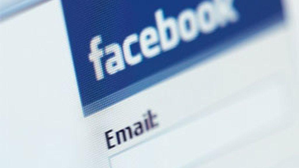 Facebook adelanta en visitas a Google en EEUU.