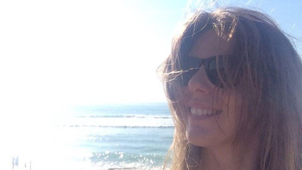 Mucho sol en la playa desde la que sonríe Manuela Velasco