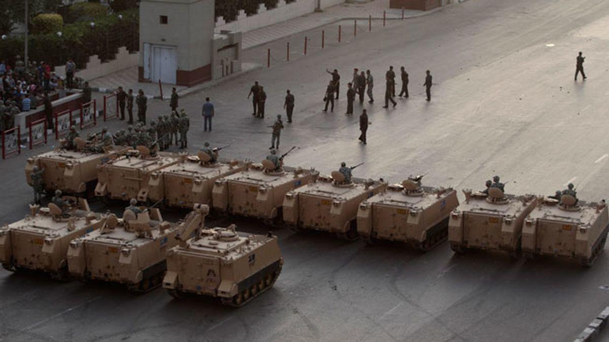 El Ejército de Egipto, desplegado delante del Ministerio de Defensa