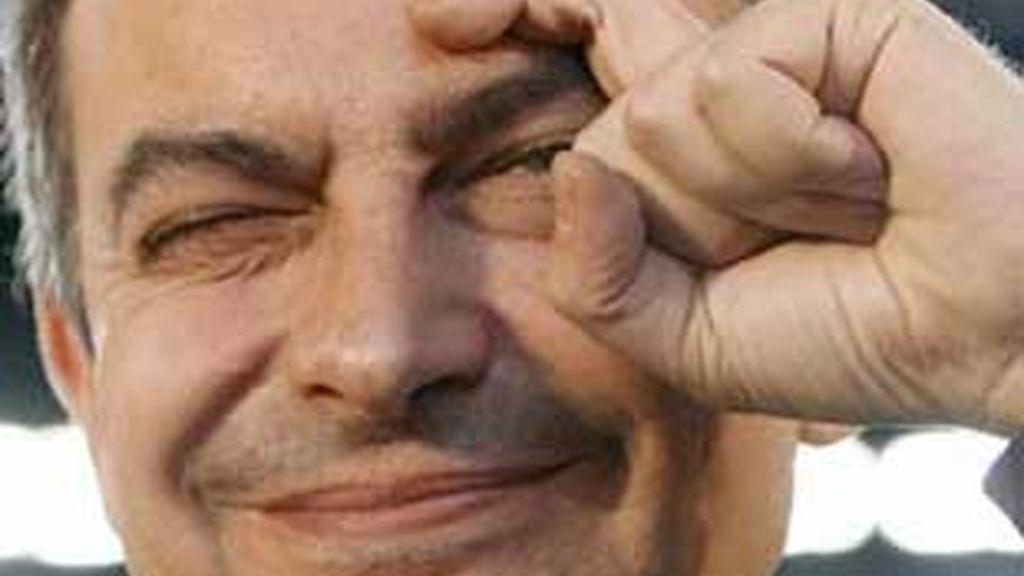 """José Luis Rodríguez Zapatero hace el gesto de la """"ceja"""" en una imagen de archivo."""