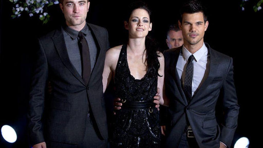 Robert Pattinson y Taylor Lautner estarán con los fans españoles en Barcelona para el preestreno de la cinta en nuestro país.