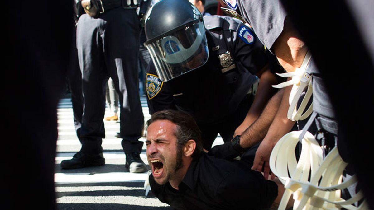 Decenas de miembros de Occupy Wall Street, detenidos al intentar rodear y cerrar la Bolsa