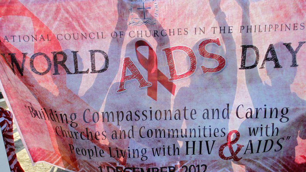 Apoyan con pancarta a los enfermos de Sida en Filipinas