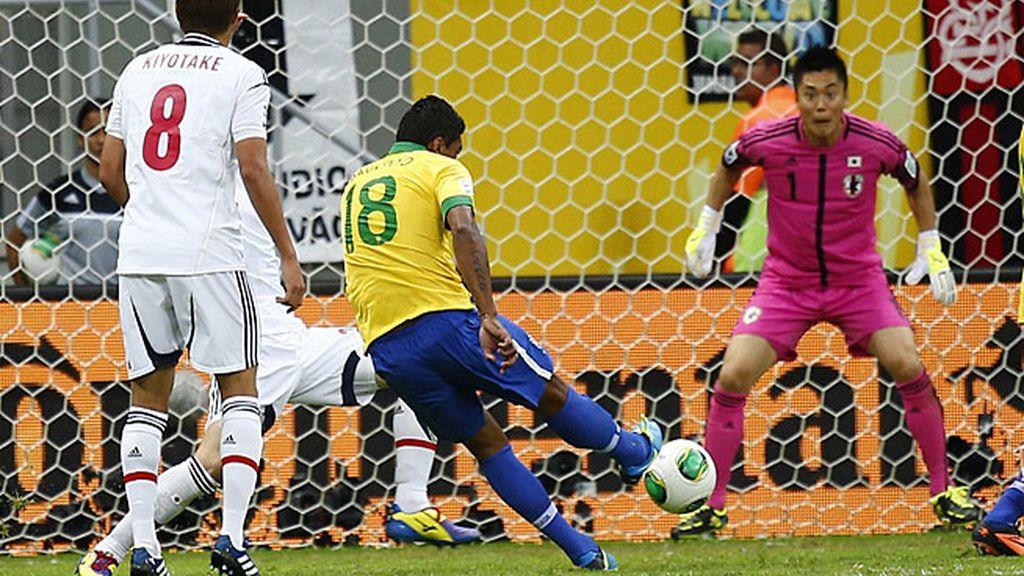 Paulinho marcó el segundo gol de Brasil
