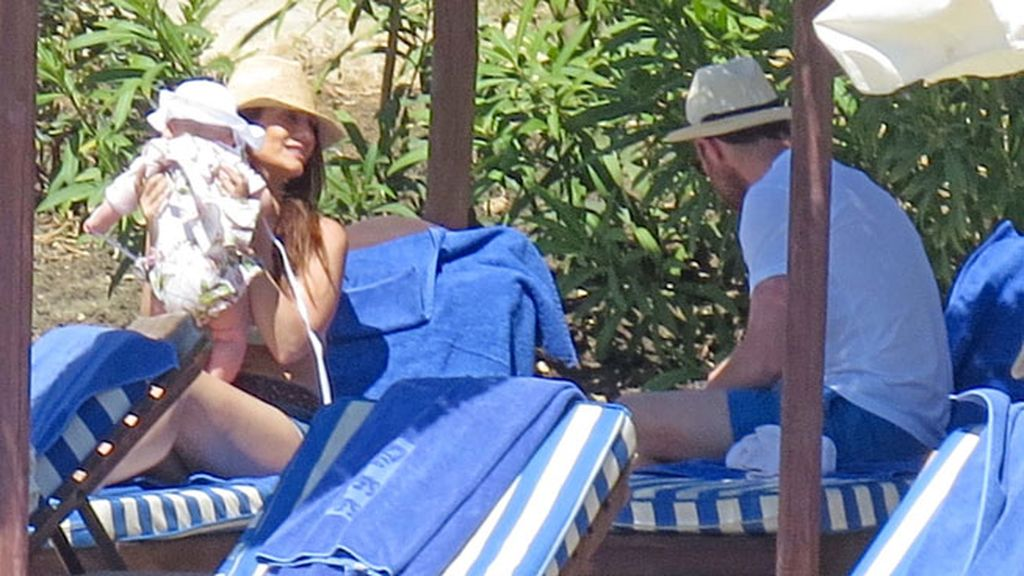 Nagore Aranburu y Xabi Alonso, desconectando en Marbella