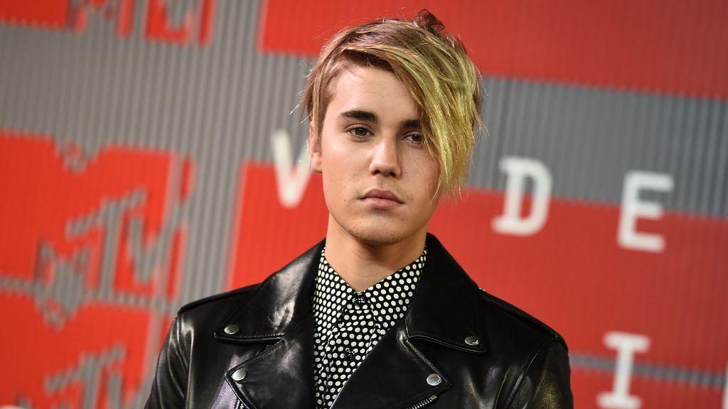 """Justin Bieber admite que está soltero porque tiene """"el corazón roto"""""""