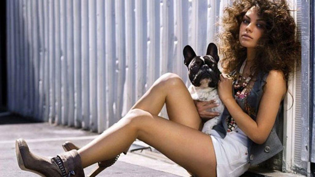 Mila Kunis comparte el amor por los perros con Ashton Kutcher