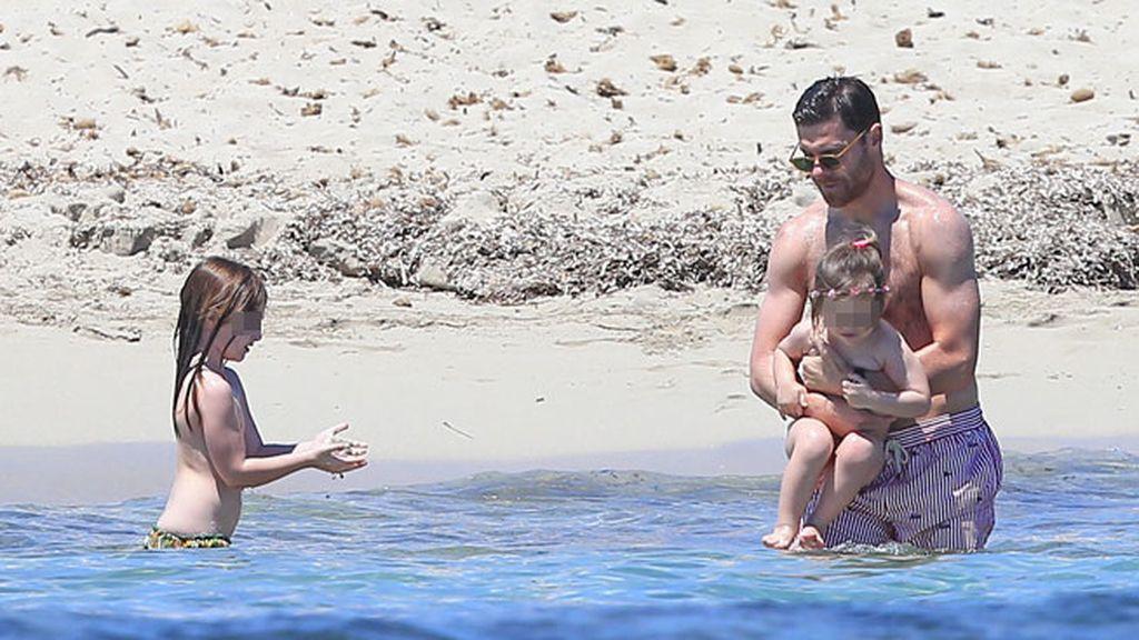 Baños en el mar, juegos con la arena, 'tumboning'… así se lo han montado