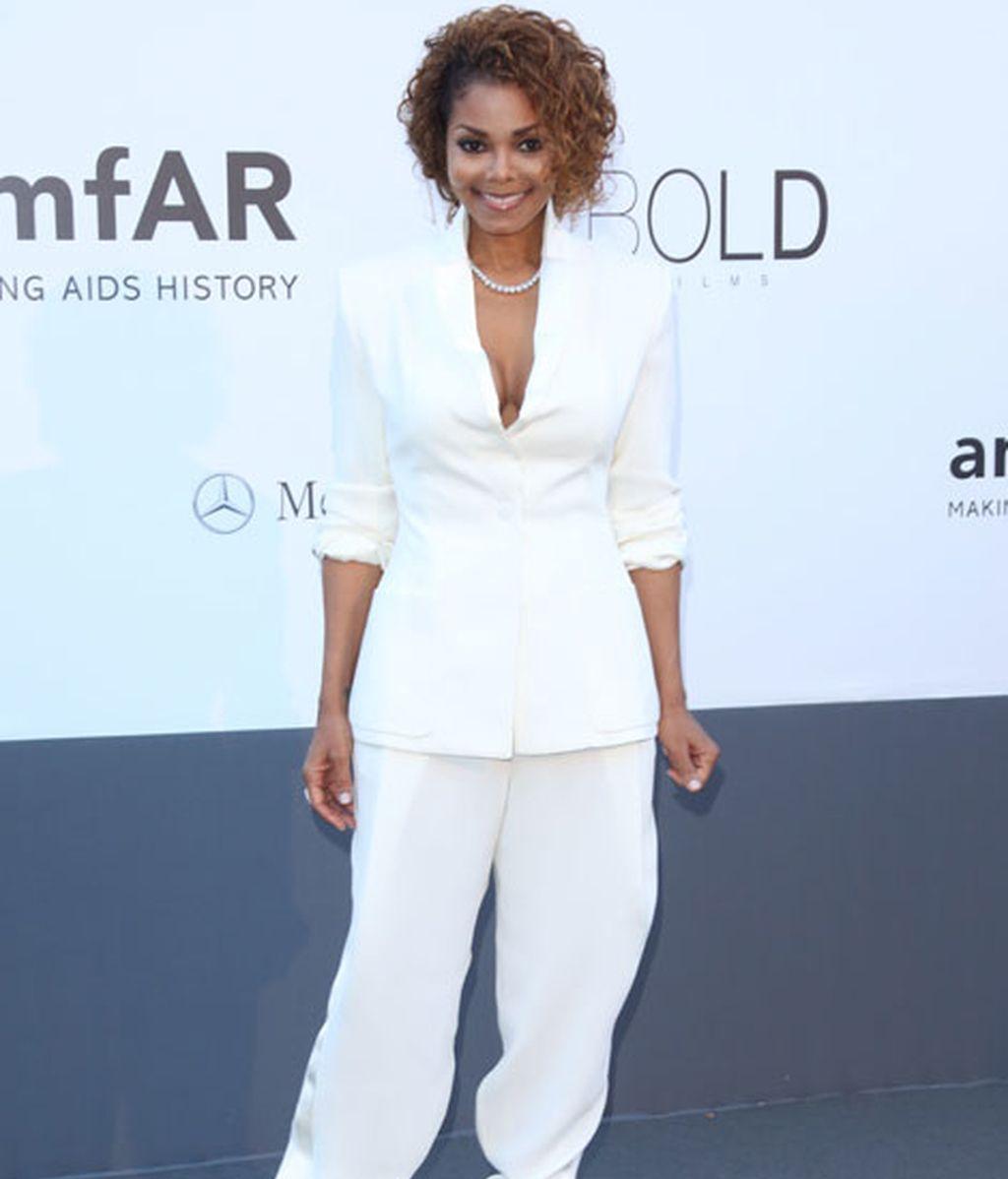 La cantante Janet Jackson lució un estilo 'total white' pero elegante