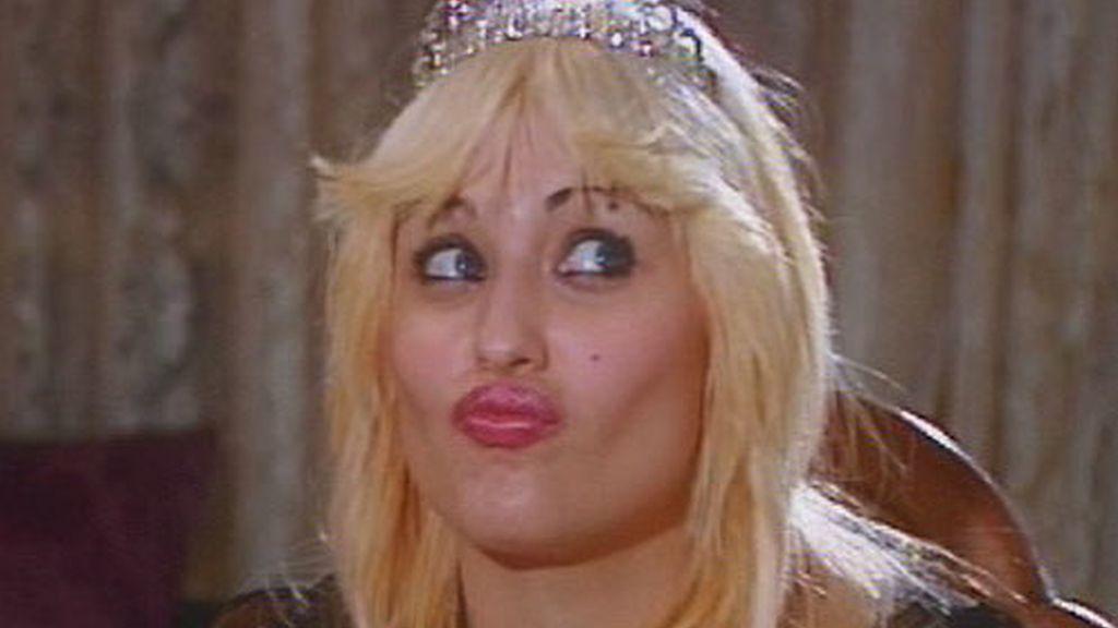 Gemma, con corona de reina