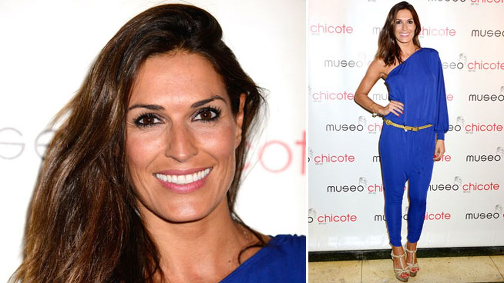 La modelo Verónica Hidalgo con un 'jumpsuit' azul Klein