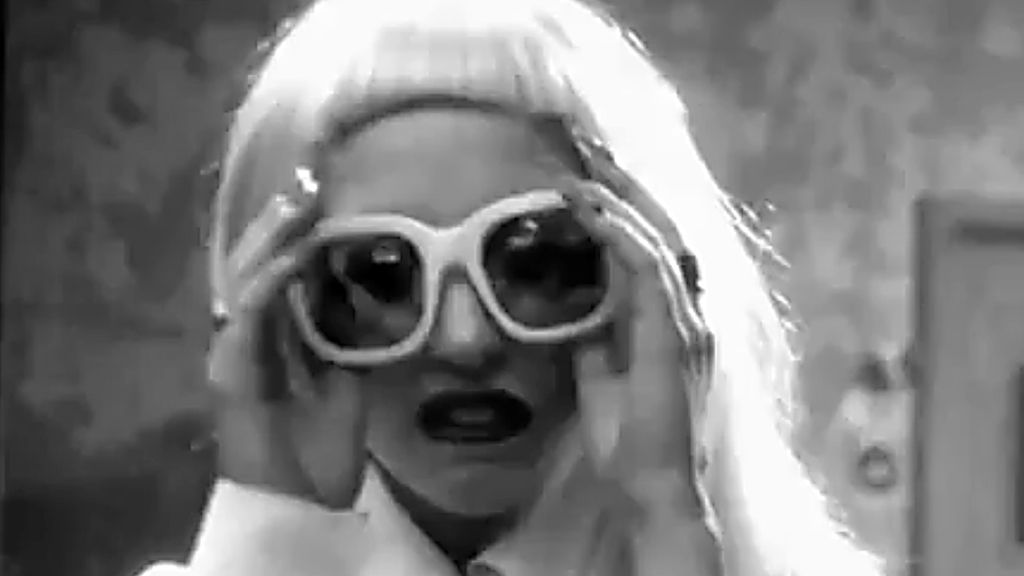 Lady Gaga, sensual y con poca ropa