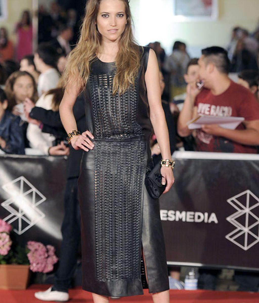 Ana Fernández, rompedora con un look 100% de cuero negro