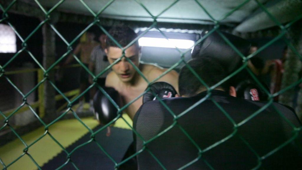 """Javier García Roche: """"El boxeo les ayuda a tener la cabeza despejada"""""""