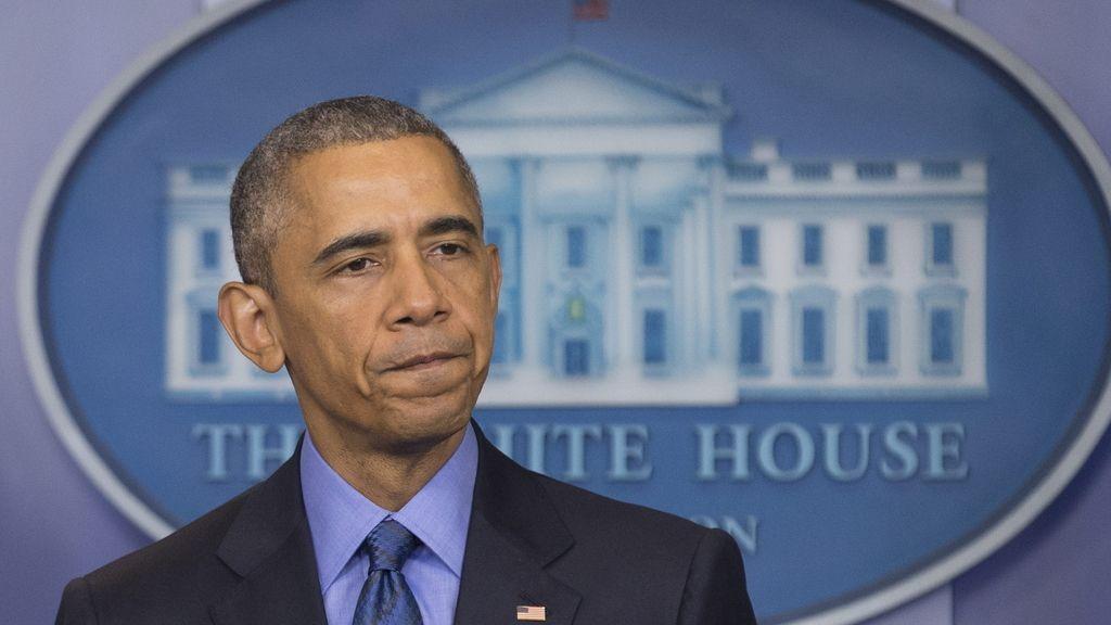 """Obama expresa una enorme """"tristeza"""" e """"indignación"""" por el tiroteo en una iglesia negra"""