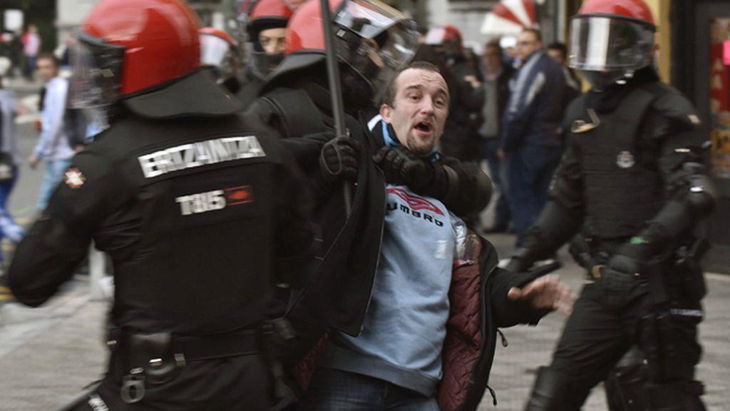 Se elevan a cinco los detenidos en incidentes entre ultras del Olympique y del Athletic