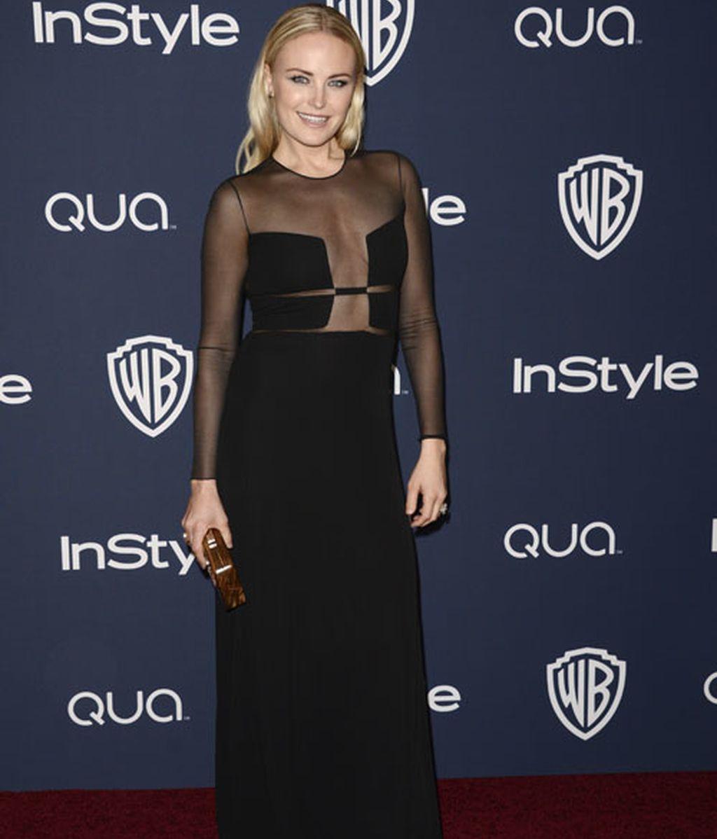 La actriz Malin Akerman llevó a la fiesta un vestido negro con trasparencias
