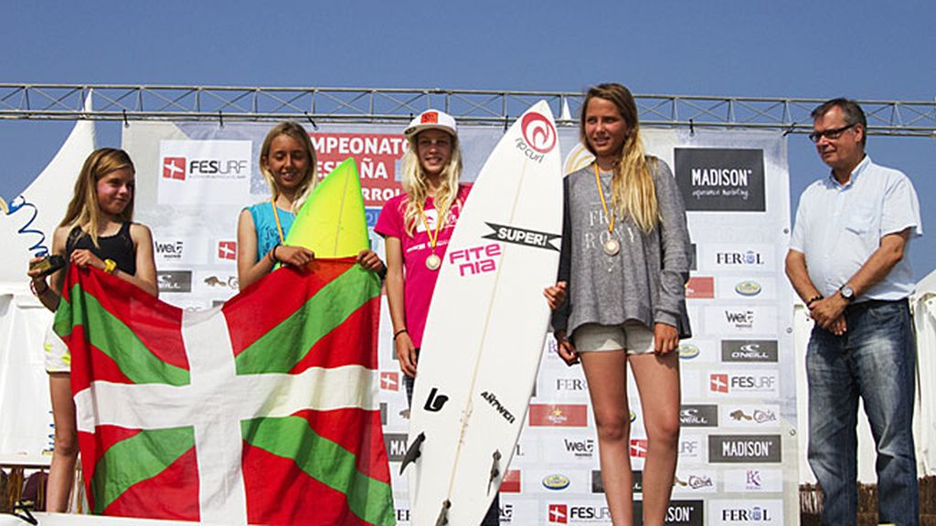 Campeonas de Surf sub-14 femenino