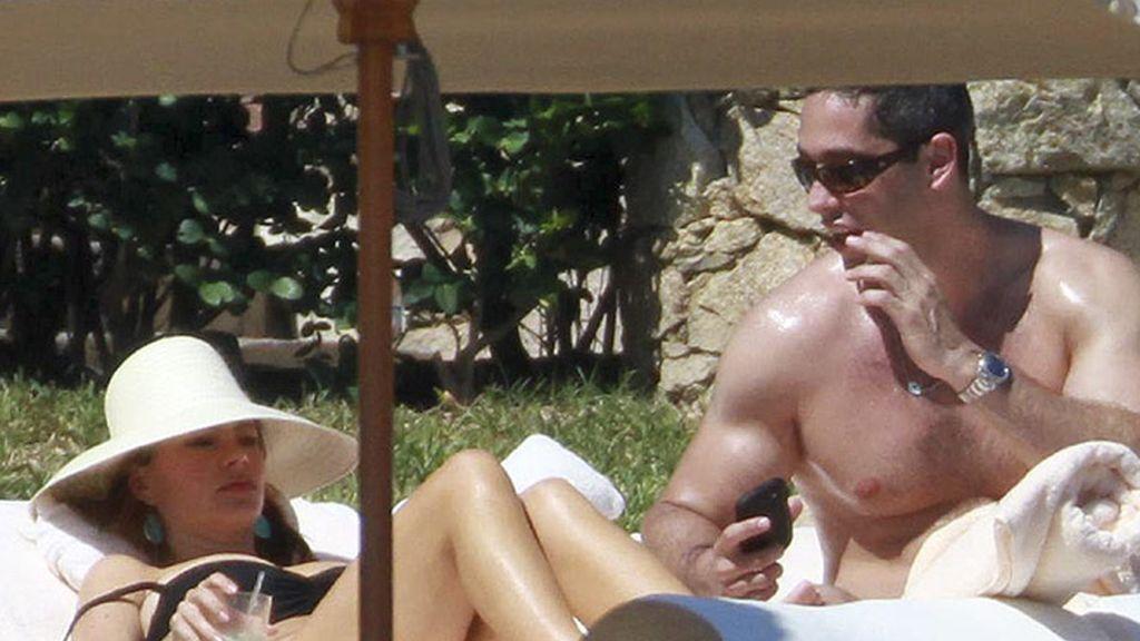 Dulces magreos de Sofía Vergara con su novio durante unas vacaciones