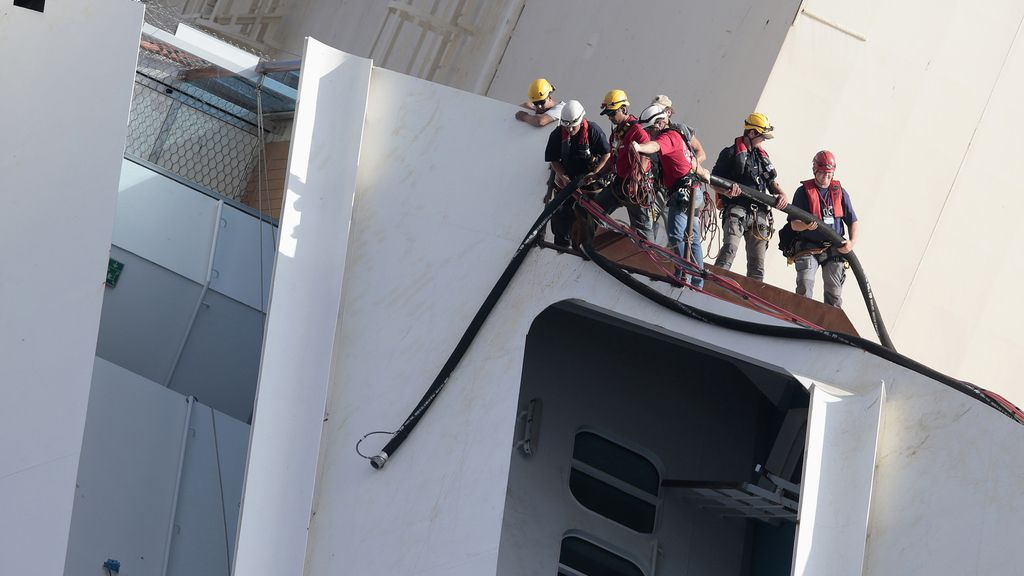 Los trabajos de rotación del 'Costa Concordia'