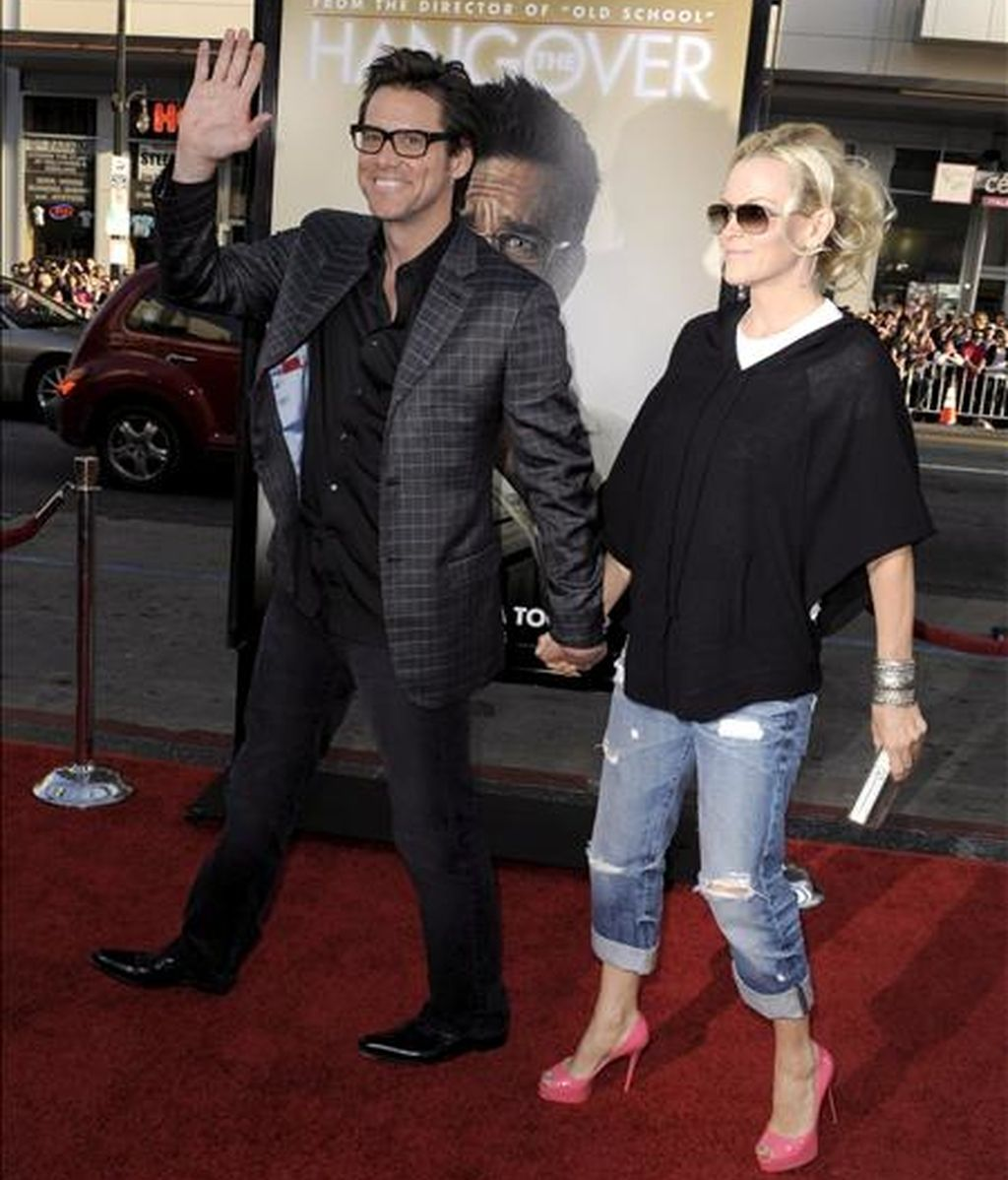 El actor estadounidense Jim Carrey (i) y la actriz Jenny McCarthy (d). EFE/Archivo