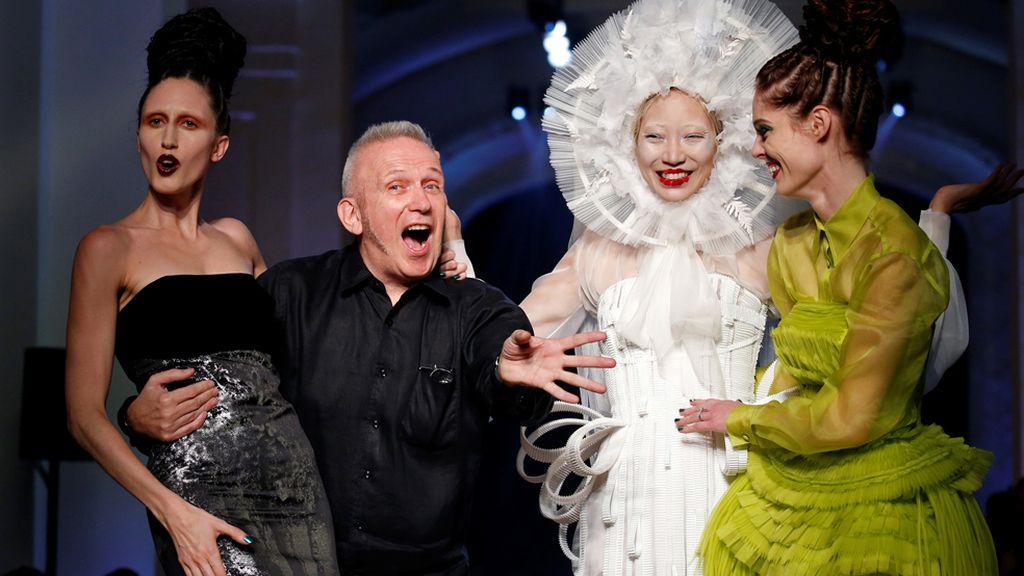 Risas y moda en el desfile de Jean Paul Gaultier