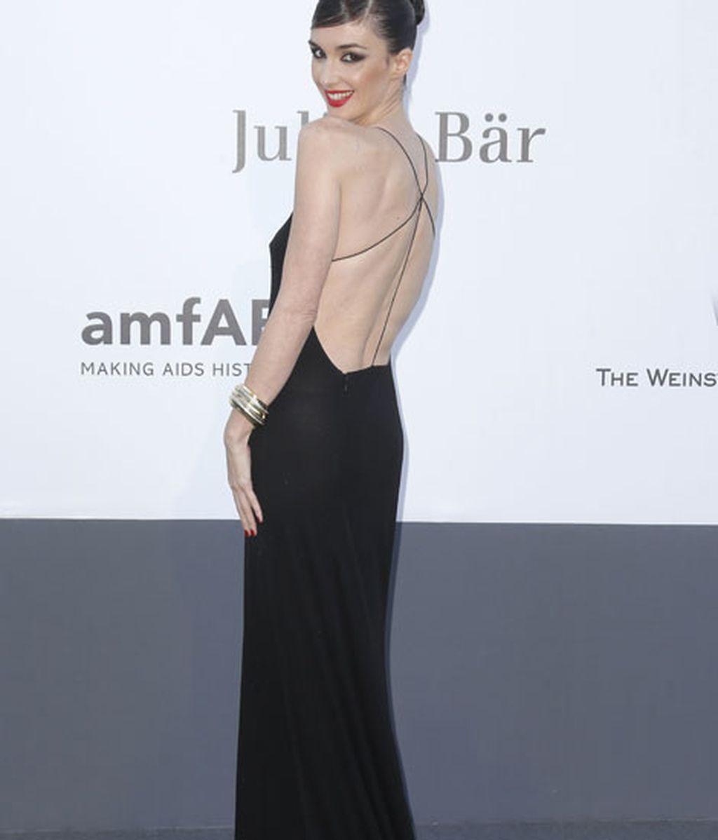 Paz Vega se decantó por un vestido minimalista negro