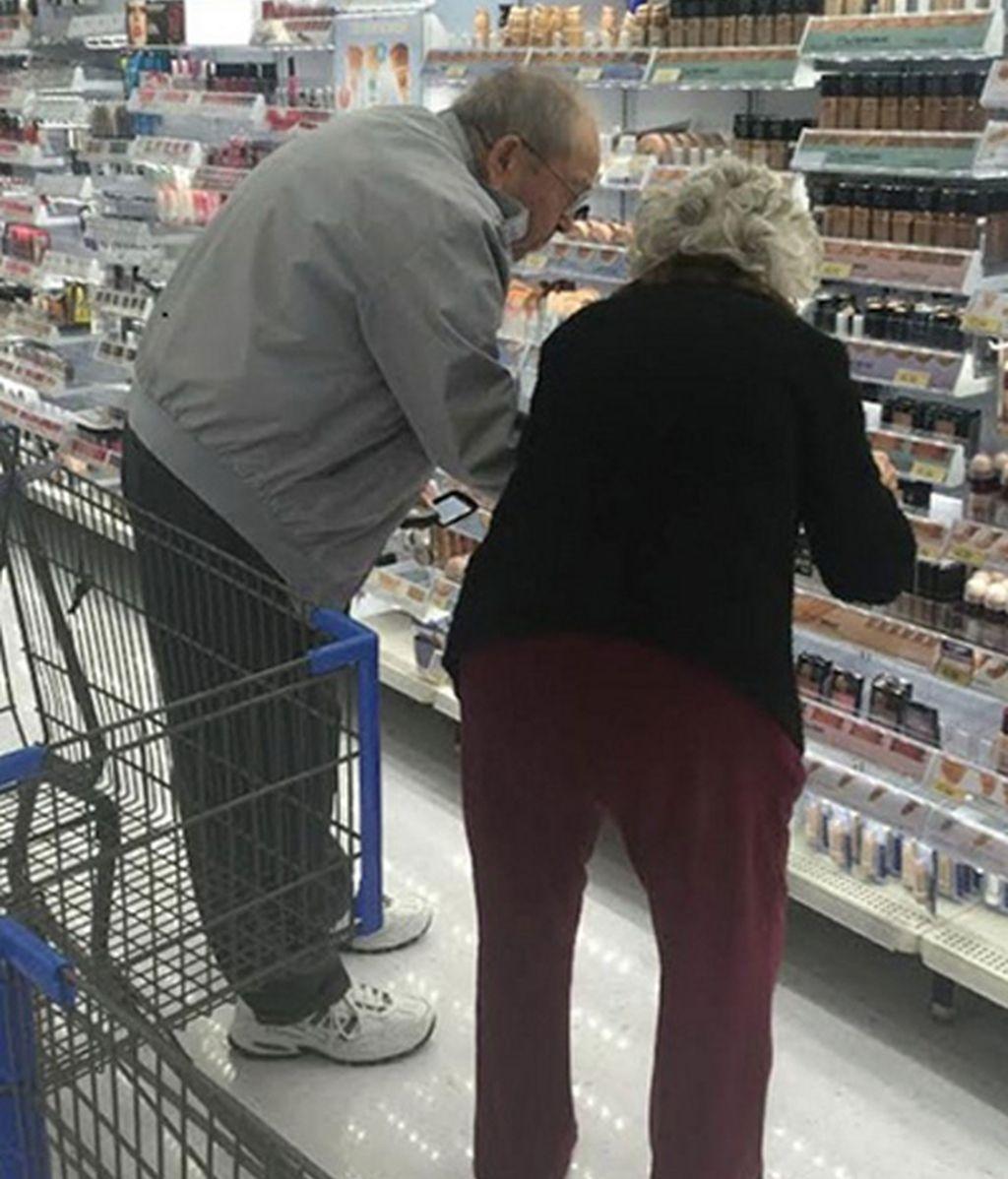 Pareja de ancianos en el Supermercado