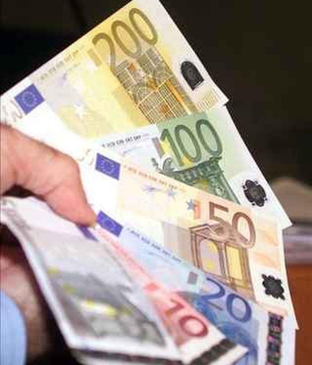 El euro tiembla ante el ataque de los mercados especulativos.