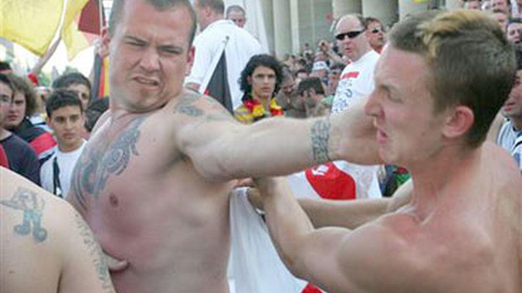 Hooligans ingleses en plena pelea.