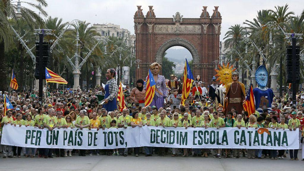 Unas 25.000 personas se movilizan en defensa de la inmersión lingüística en la escuela catalana