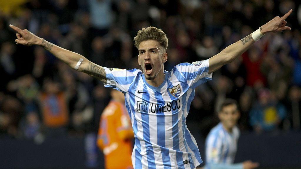 El centrocampista del Málaga Samuel Castillejo celebra el gol marcado ante el Valencia