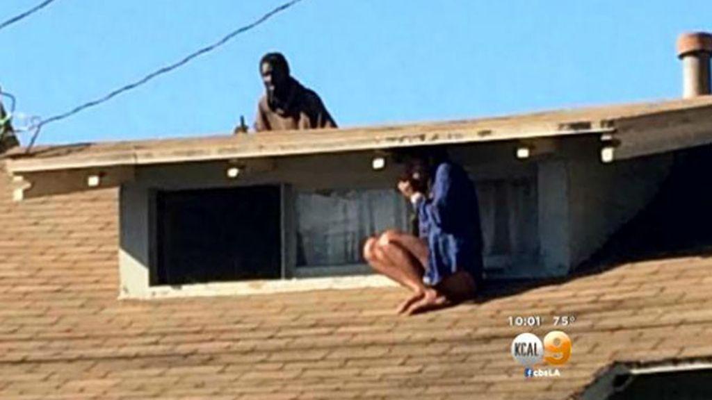 intruso en casa,mujer,tejado,Los Angeles,agresor,desorden mental