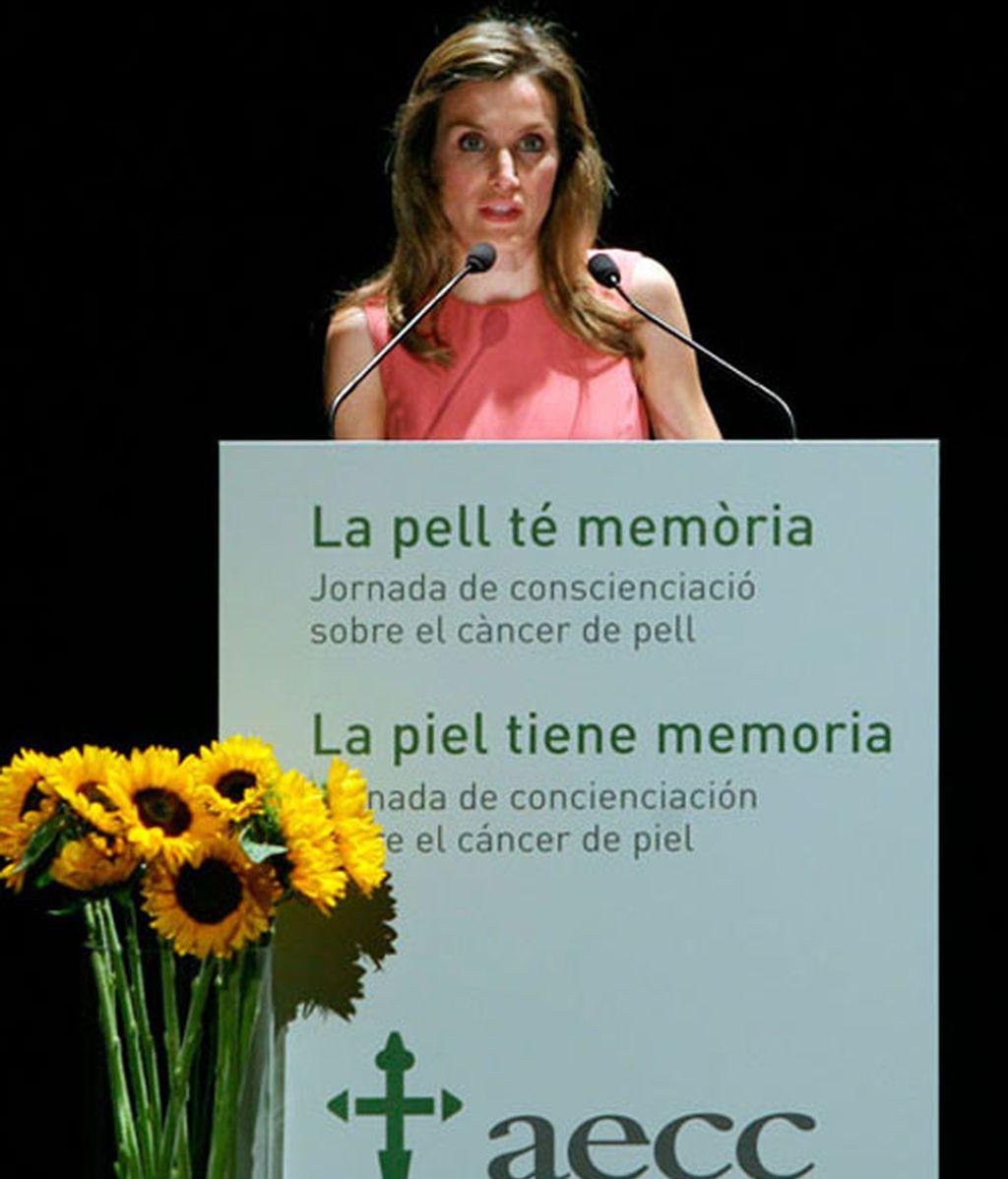 """La princesa de Asturias y Girona Doña Letizia durante la inauguración de la jornada """"La piel tiene memoria"""", organizada por la Asociación Española contra el Cáncer"""