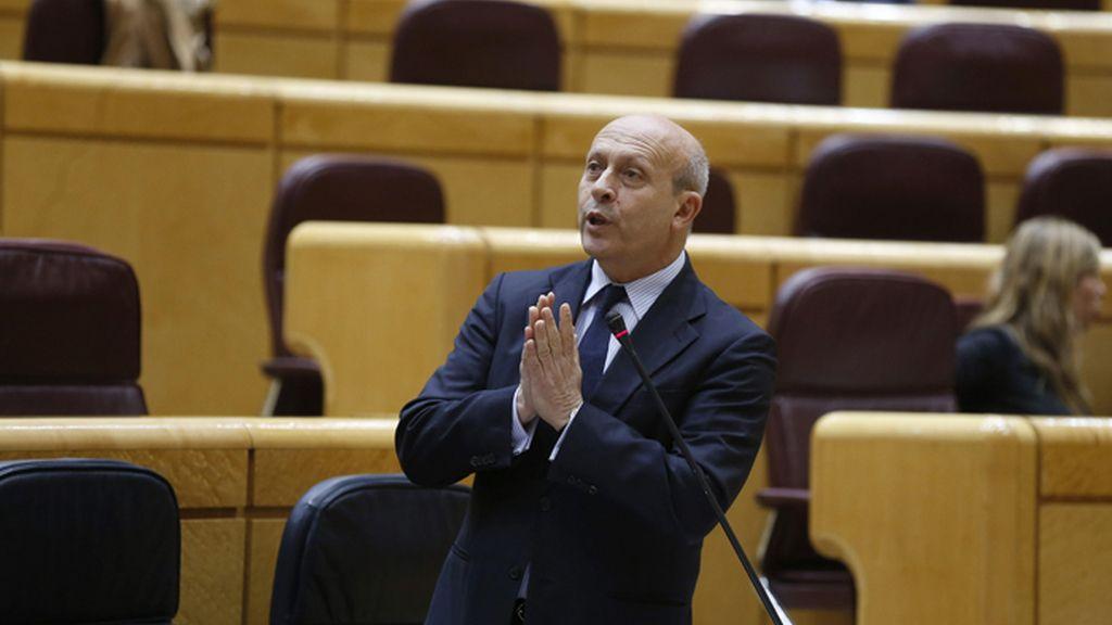 Ignacio Wert interviene en la sesión de control al Gobierno en el Senado