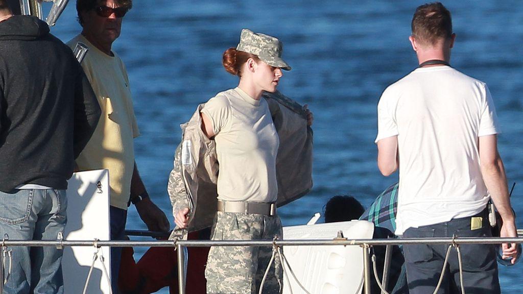 La ex de Robert Pattinson disfruta del sol mientras graba su nueva película