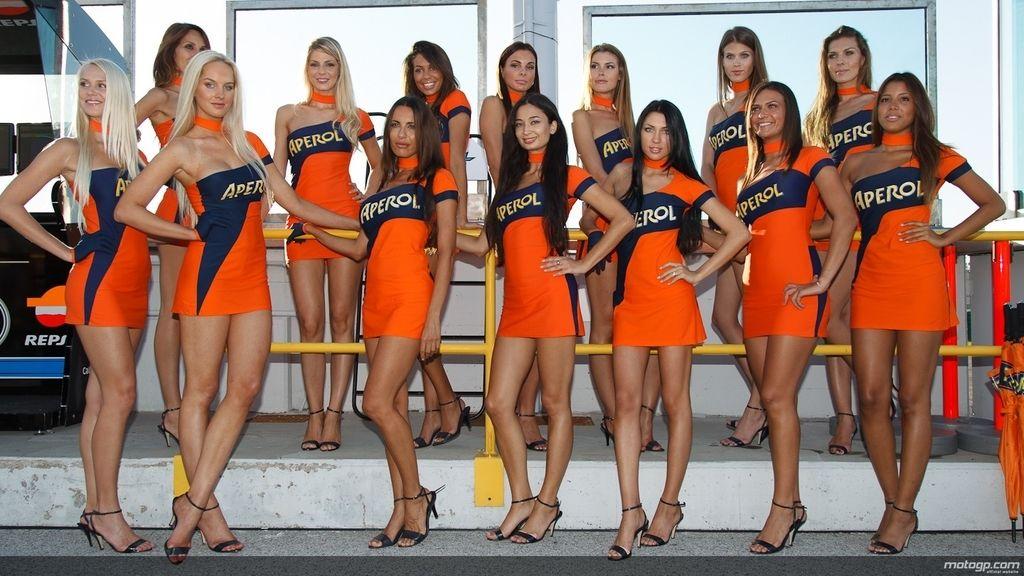 Las chicas del Paddock de San Marino eligen el naranja