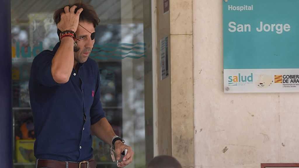 El torero Juan José Padilla visita a Rivera Ordóñez, ingresado en el hospital de San Jorge