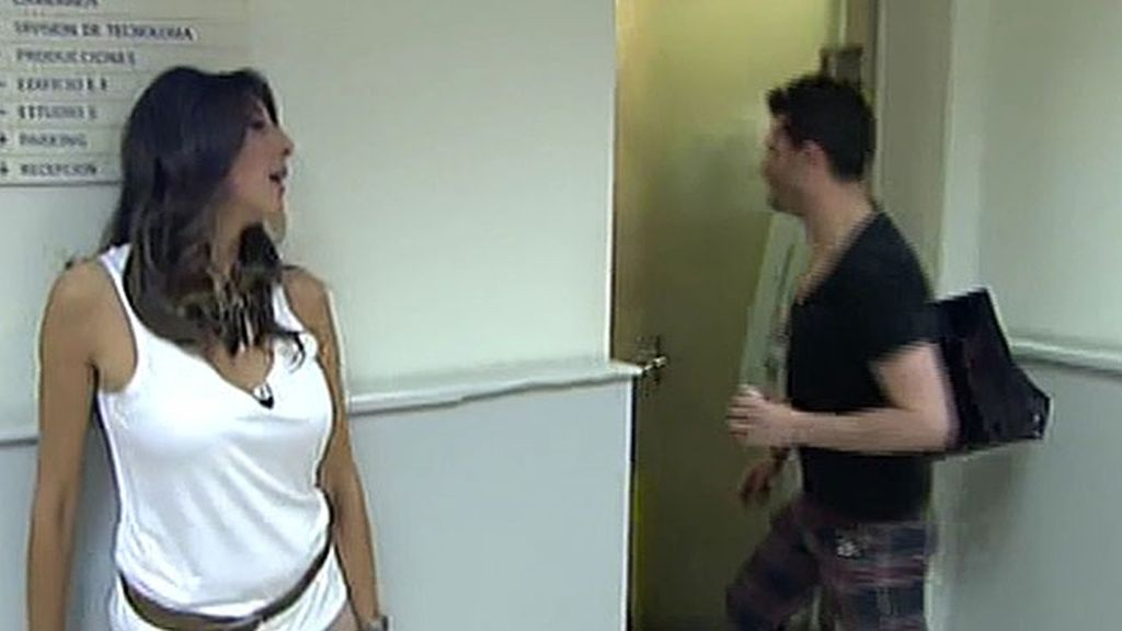 Los colaboradores intentaban que Yurena saliera del baño y alguién sacó la escobilla...