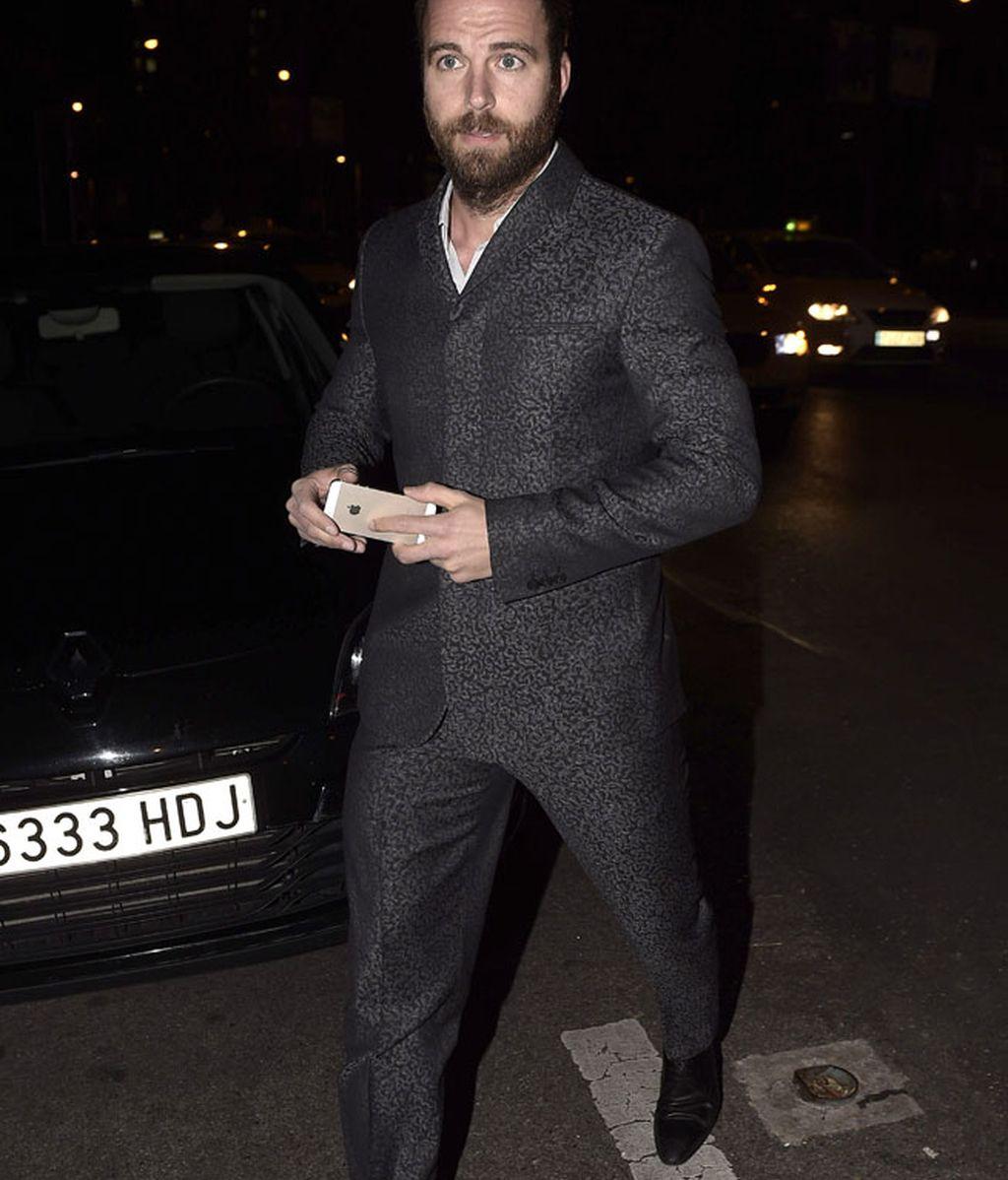 Carles Francino, con un traje gris estampado