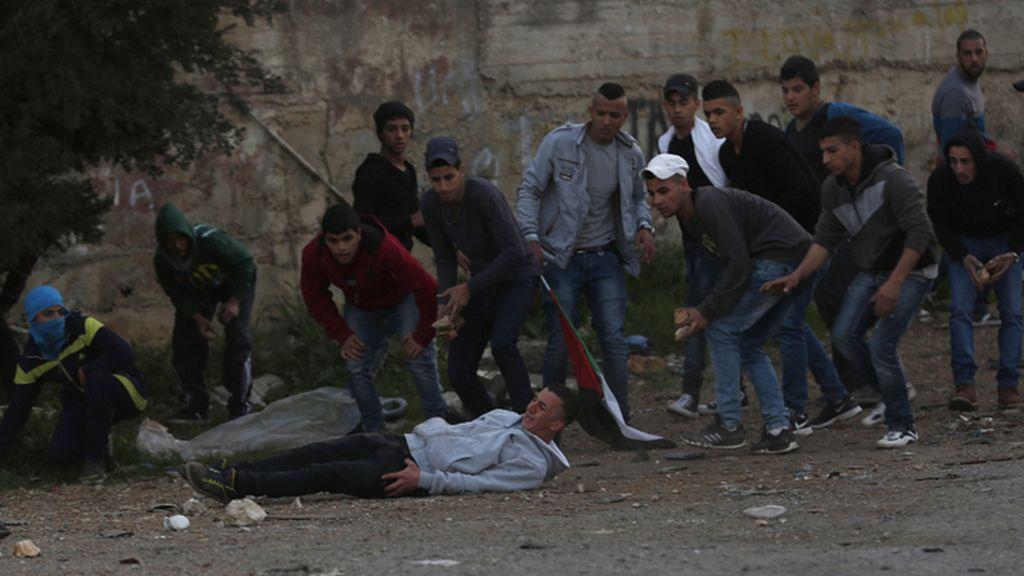 Enfrentamientos en el campamento de refugiados de Al Jalazun en Cisjordania