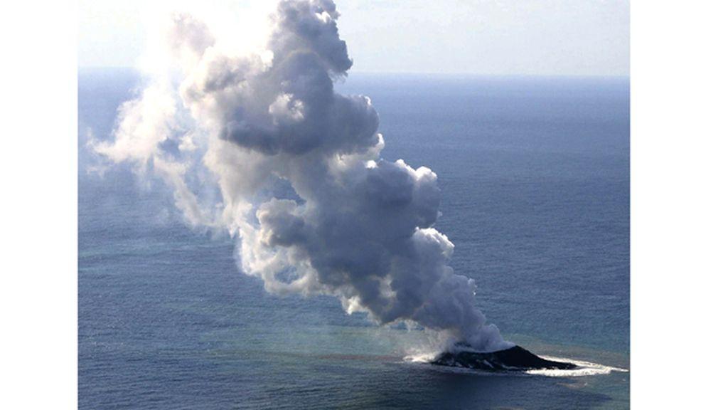 Actividad de erupción en Nishino-Shima Island