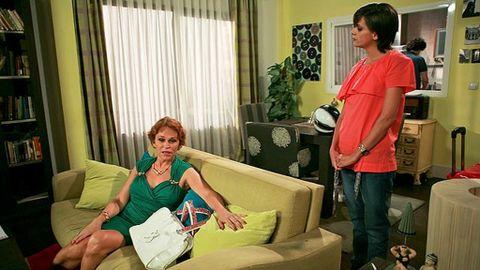 Lola Y Javi Lo Hacen En El Bano.Estela Reynolds Sorprende A Javi Y Lola