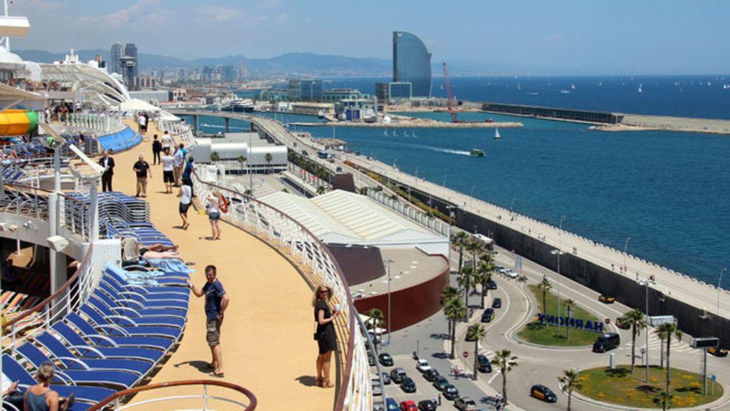 Barcelona, puerto base del mastodóntico crucero en su verano por el Mediterráneo